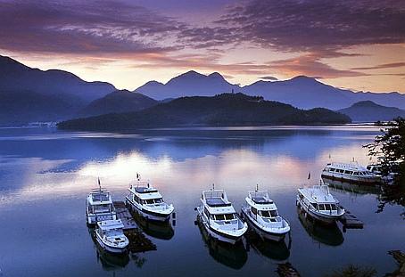 sun-moon-lake-taiwan-travel-boats